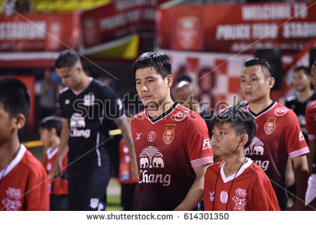 stock-photo-bangkok-thailand-mar-kim-dong-chan-player-of-bectero-in-action-during-competition-thaileague-614301350.jpg